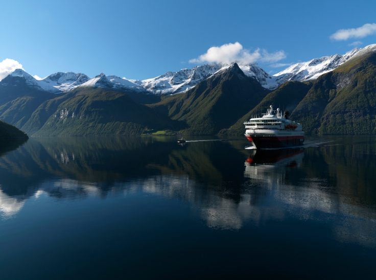 6 day cruise alonf the norway coast.jpg